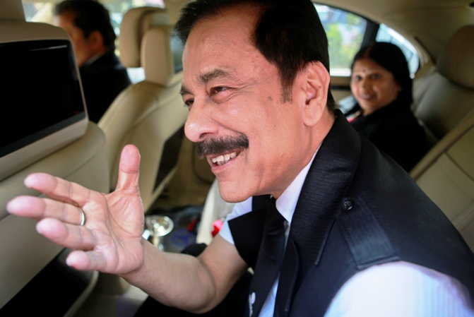 Sahara Group Chairman Subrata Roy (front) gestures as he arrives at the Securities and Exchange Board of India headquarters in Mumbai April 10, 2013.