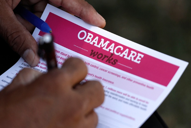 A man fills out an information card during an Affordable Care Act outreach event hosted by Planned Parenthood for the Latino community in Los Angeles, California.