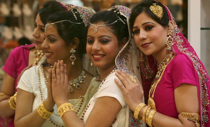 Jewellers suffer as India tries to curb gold imports