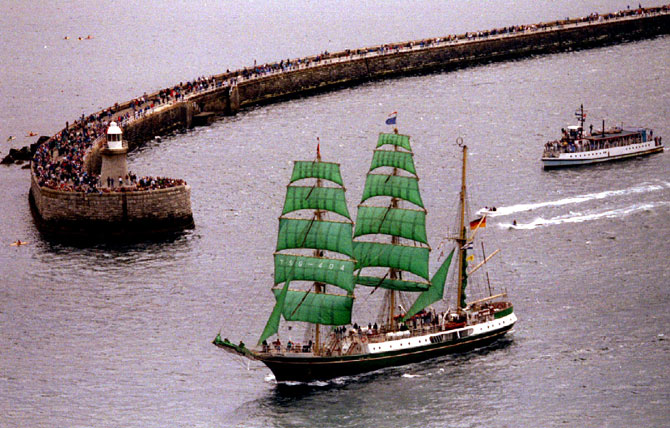 The German sailing ship Alexander von Humboldt leaves the mouth of the River Tyne.