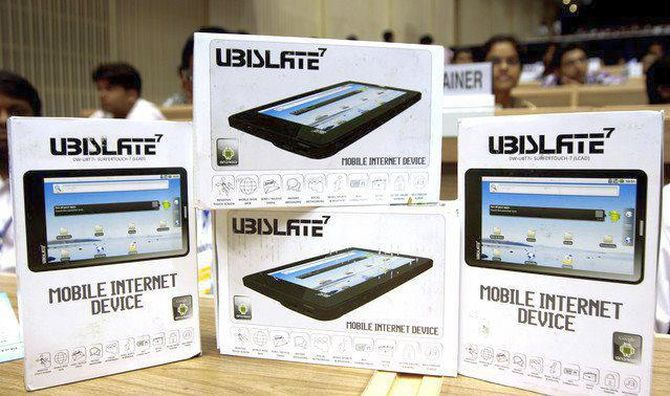 After Aakash, DataWind launches low cost phablets at Rs 3,999