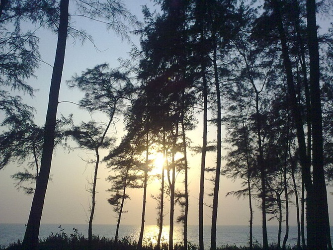 Pirvadi Beach, Uran