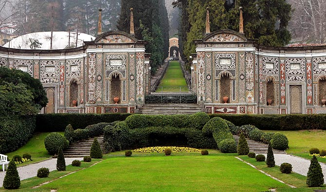 A view shows Villa d'Este on Lake Como in northern Italy March 16, 2006. Lake Como is abuzz with rumours that Hollywood sweethearts Angelina Jolie and Brad Pitt could marry on the shores of the lake.