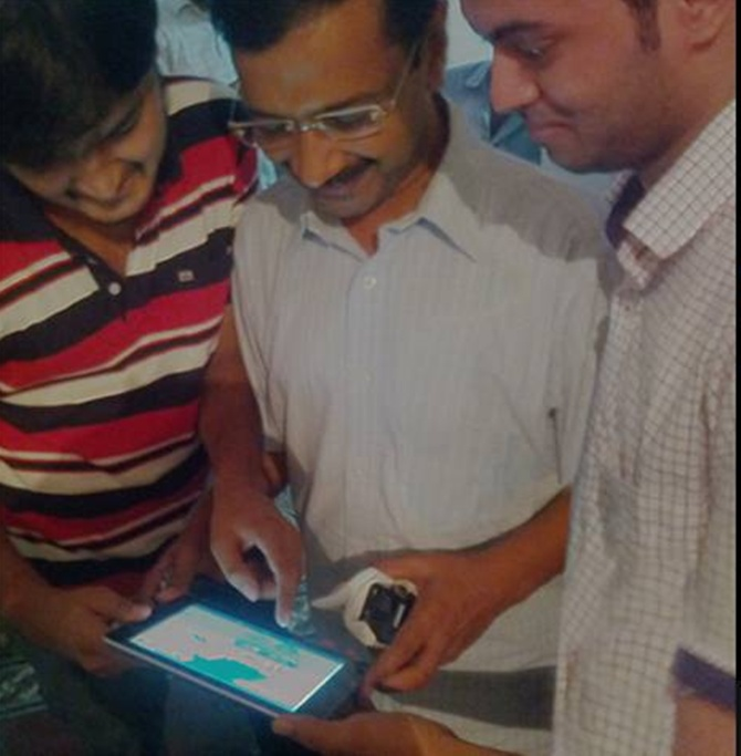 Kejriwal launches the game.
