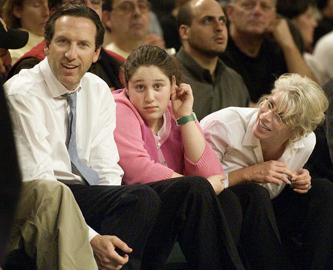 Howard Schultz with his daughter Addison and wife Sheri at Key Arena in Seattle.