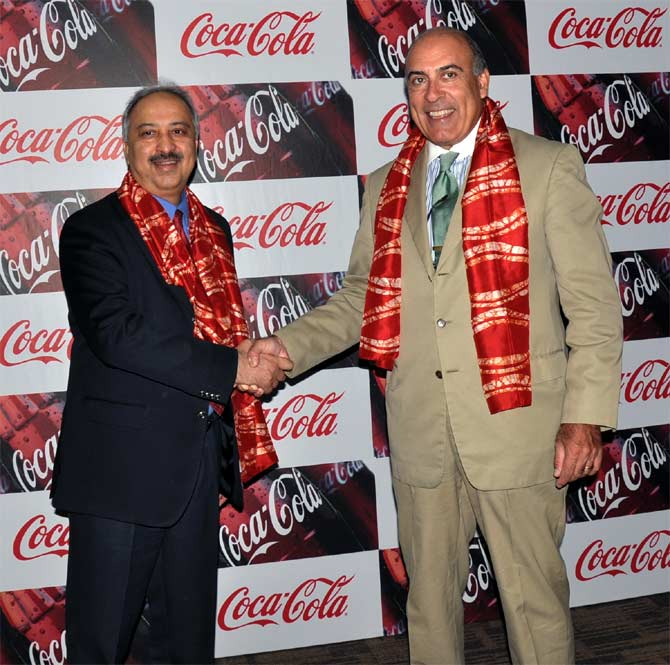 Muhtar Kent (R) with Atul Singh.