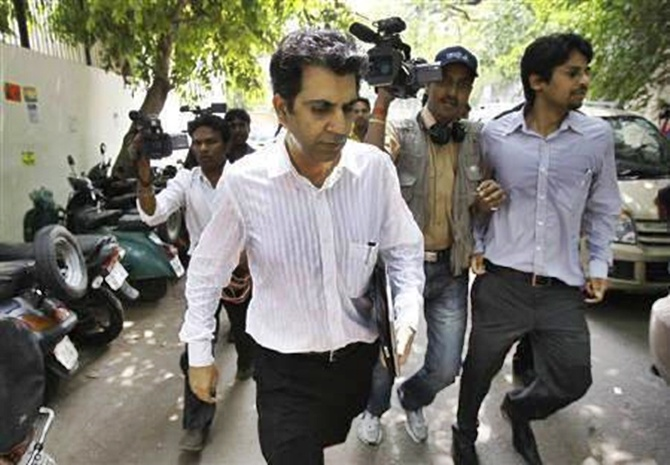 Managing Director of Telenor's India partner Unitech, Sanjay Chandra (C) leaves a court in New Delhi.