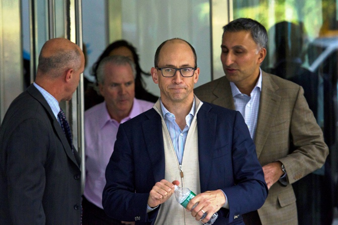 Dick Costolo (C ), chief executive of Twitter, and the company's chief financial officer Mike Gupta (R) leave JP Morgan headquarters after a meeting before the firm's IPO in New York, October 25, 2013.