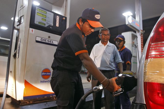 No plan of 12-hour curfew on sale of petrol: Moily