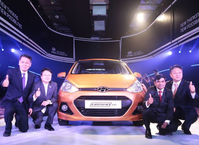 Hyundai's Managing Director and CEO B S Seo, Ambassador of Republic of Korea Joongyu Lee, Sr. VP Sales Marketing Rakesh Srivastava, and Sr. Executive Director CH Han.