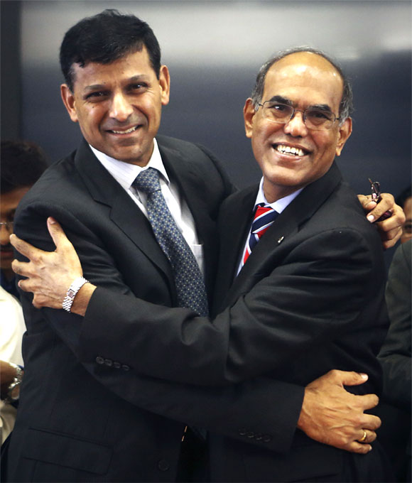 Raghuram Rajan (L), newly appointed governor of Reserve Bank of India (RBI), hugs the outgoing governor Duvvuri Subbarao during the tak