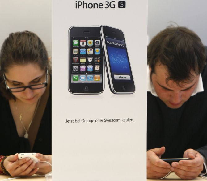Customers try out the new iPhone 3GS on the first day it is being sold at the Apple Store in Zurich.