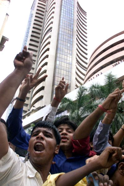 Sensex to touch 24,000 by 2014 end