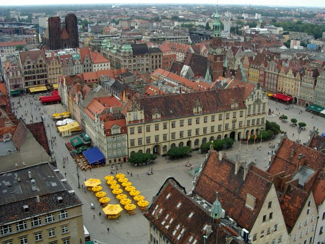 Market Square in Wrocław filled with picturesque tenements.