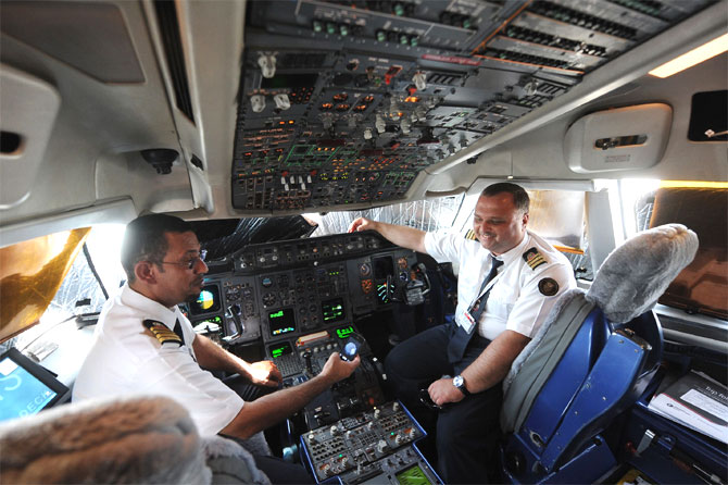 The cockpit in an Airbus A310-304.