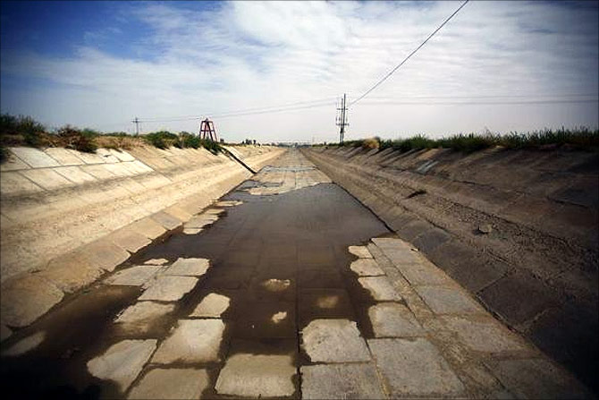 An irrigation canal is seen near the dried up Shiyang river on the outskirts of Minqin town, Gansu province.