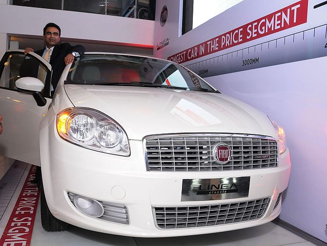 Mr. Nagesh Basavanhalli, President and Managing Director-FIAT Chrysler Operations India unveiling the new FIAT Linea Classic at FIAT Caffe, Delhi.