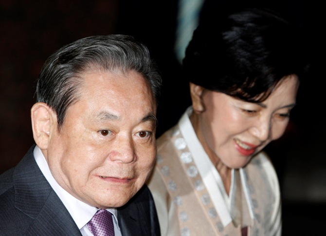 Samsung Electronics Chairman Lee Kun-Hee (L) and his wife Hong Ra-Hee.