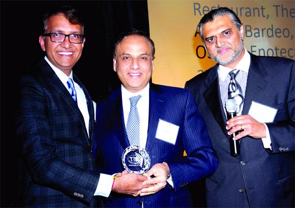 Ashok Bajaj receives the award.