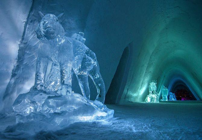 Interior of the Kirkenes Snowhotel.