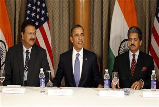 US President Barack Obama sits next to Ajay Piramal (L) and Anand Mahindra during a meeting with entrepreneurs in Mumbai.