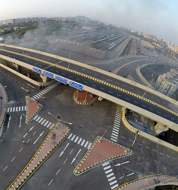 Mumbai gets India's first double decker flyover