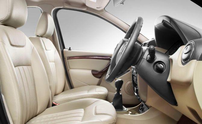 Nissan Terrano interior.