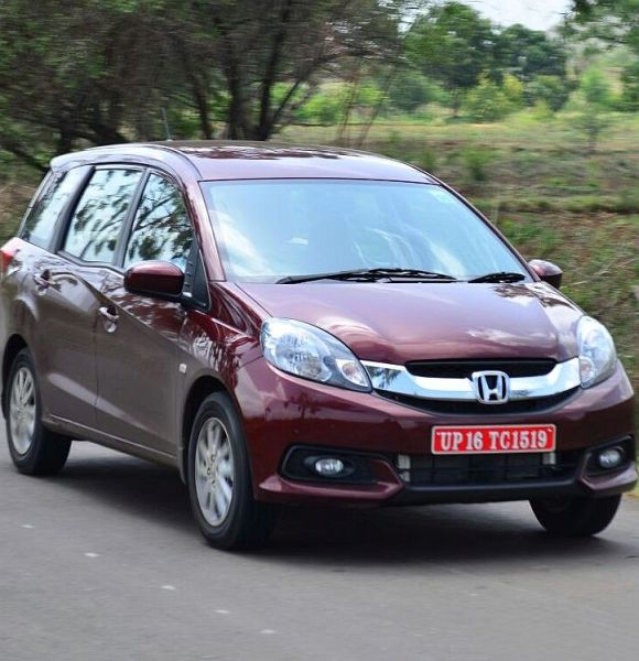 Honda Mobilio pitted against popular Toyota Innova