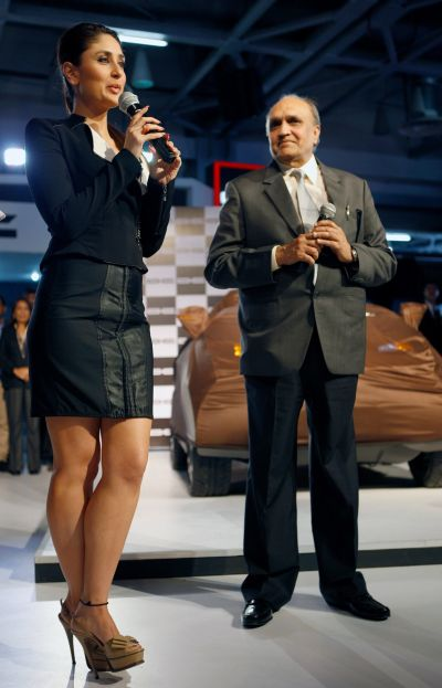 Auto Expo 2014 turns glamorous with celebrities