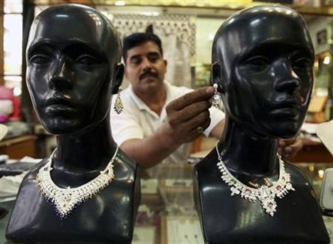 Gold, silver imports dip 77% to $1.72 bn in Jan
