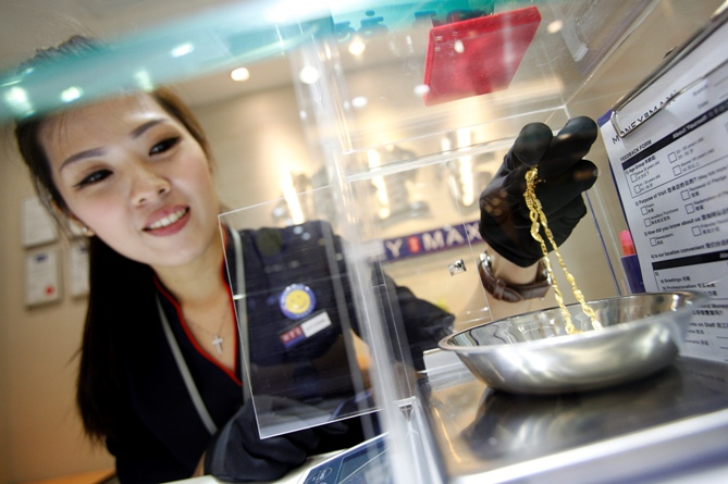 Valuer Eve Chong, demonstrates the valuation process for jewellery at a MoneyMax pawn shop outlet.