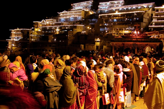 Devotees wait to enter the holy cave of Vaishno Devi, goddess of power, during the Navratri festival in Trikuta hills about 58 km (36 miles) north of Jammu.