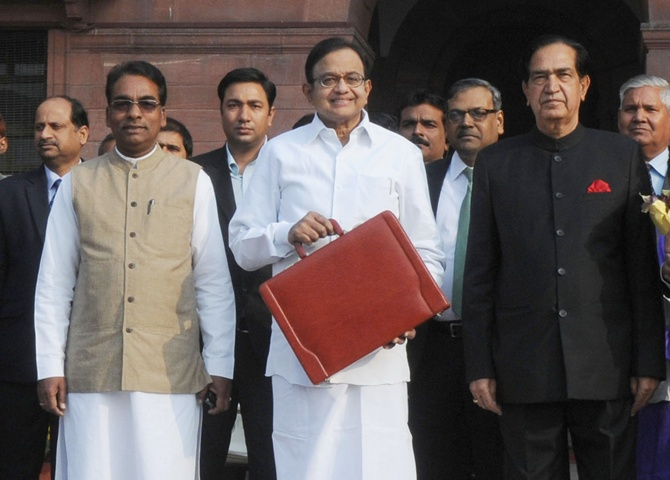 In his 2013-14 Budget, P Chidambaram focussed  to meet targets, despite sluggish economic conditions, says experts.