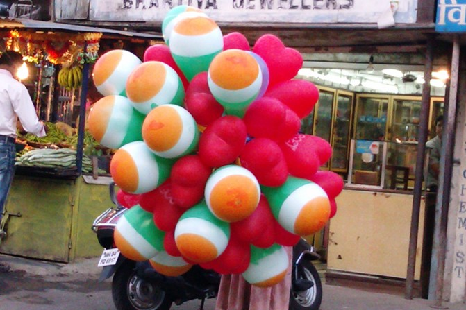 Balloons in the Indian Tricolour are popular with kids.