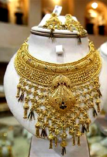 Gold likely to touch Rs 31,500 around polls