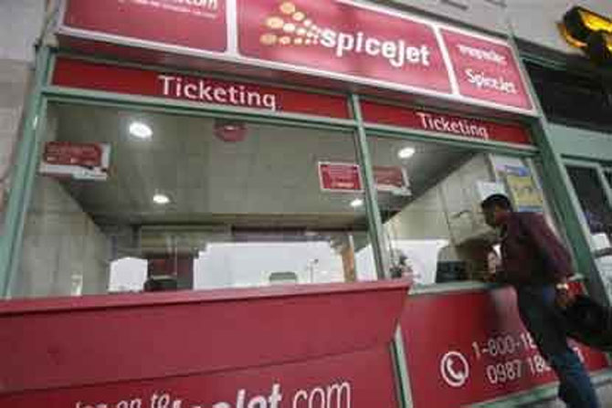 Good news for air travelers: SpiceJet slashes fares by 75%