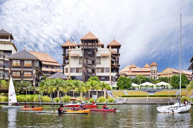 Water activities in Pullman Putrajaya Lakeside.