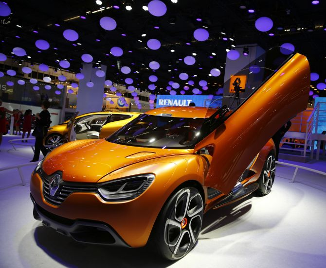 A Renault Captur concept car is displayed during an auto show.