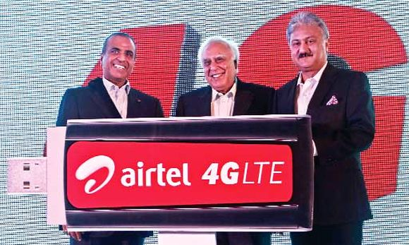 Bharti Airtel Chairman Sunil Mittal (L), India's Telecoms Minister Kapil Sibal (C) and Bharti Airtel's former CEO for India and South Asia Sanjay Kapoor.