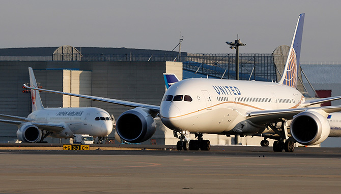 A United Airlines' Boeing Co's 787 Dreamliner plane (R) taxis.