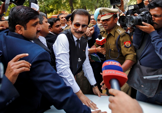 The Sahara group chairman Subrata Roy (C) arrives at the Supreme Court in New Delhi March 4, 2014.