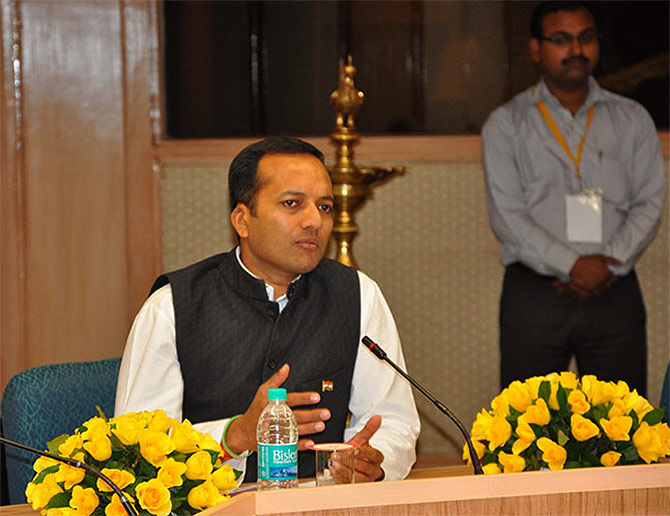 Naveen Jindal takes Rs 18 cr hit in 2013-14