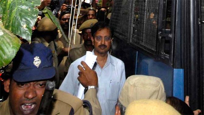 Sebi bars Ramalinga Raju from markets, slaps Rs 3,000 cr fine