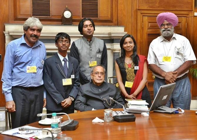 (L to R) - Dharamveer Kamboj, Tenith Adithyaa, M B Avinash, Manisha Mohan Gurumail Singh Dhonsi with President Pranab Mukherjee.