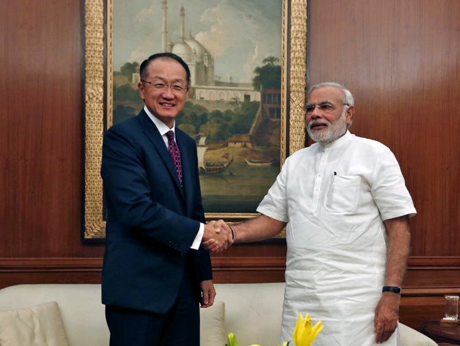 World Bank President Jim Young Kim (L) and India's Prime Minister Narendra Modi shake hands before their meeting in New Delhi July 23, 2014.