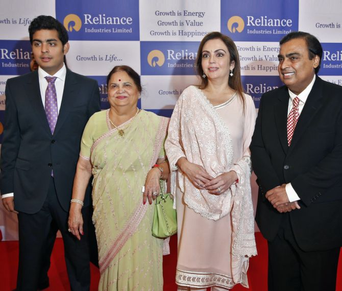 Mukesh Ambani (extreme right) with his son Akash (extreme left), mother Kokilaben and wife Nita.