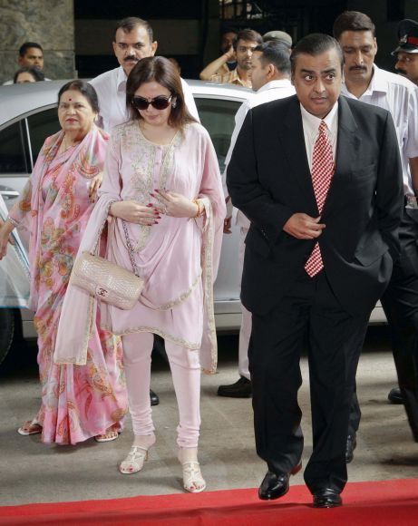 Mukesh Ambani, chairman of Reliance Industries Limited, arrives with his mother Kokilaben Ambani (L) and wife Nita Ambani (C) to address the annual shareholders meeting in Mumbai.