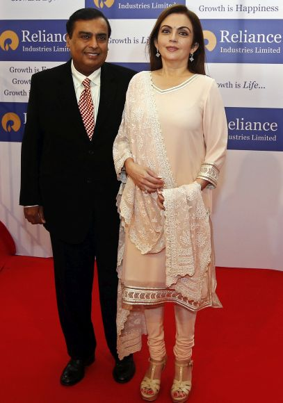 Mukesh Ambani (L), chairman of Reliance Industries Ltd, poses with his wife Nita before addressing the company's annual shareholders' meeting.