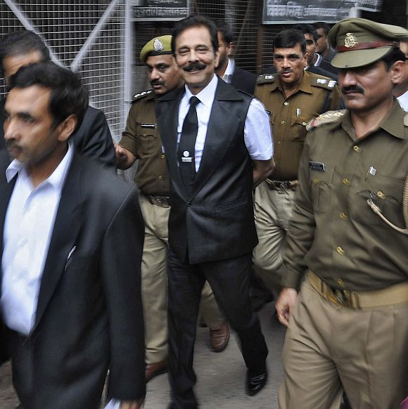 Sahara group chairman Subrata Roy (C) is escorted by police to a court in Lucknow.