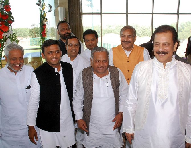 (From L to R) UP Chief Minister Akhilesh Yadav, his father and Samajwadi chief Mulayam Singh, and Sahara Group Chairman Subrata Roy.